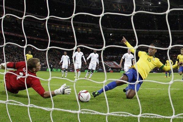 Hart chytá Ronladinhovu penaltu.