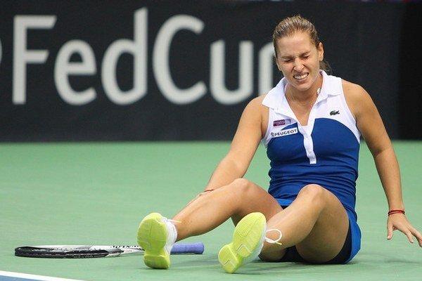 Pár loptičiek od víťazstva lomcovala Dominikou Cibulkovou bolesť.