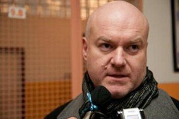 Aj po odchode do radov polície si Bystrík Stanko ponechal poslanecký mandát.