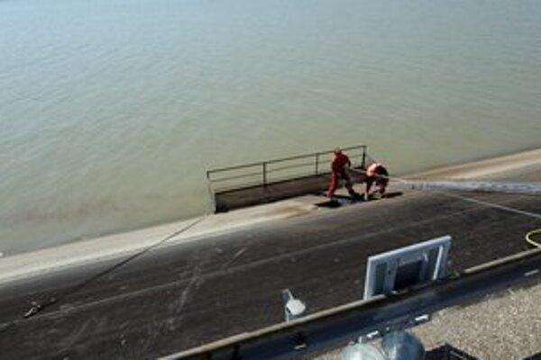 Vodné dielo Gabčíkovo pritiahlo do obce turistov.