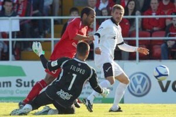 Dôležitý moment zápasu. Po faule nasledovala penalta, ktorú Filipko chytil.