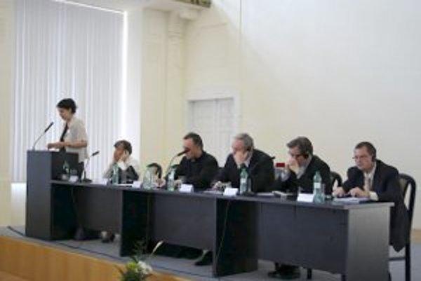 Oslavám dvoch výročí Trnavskej arcidiecézy bola venovaná aj včerajšia konferencia.