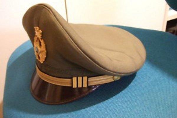 Policajné čiapky pochádzajú z rôznych krajín.