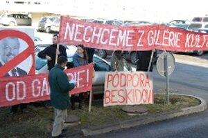 Odborná verejnosť vyjadrila podporu Beskidovi už vo februári po jeho odvolaní.