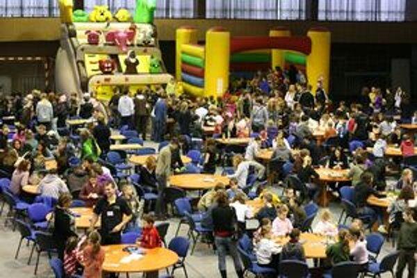 Návštevníci sa môžu v posledný deň podujatia FestHry 2011 (sobota) zúčastniť troch turnajov - stolnofutbalového, šachového a turnaja v Osadníkoch z Katanu.