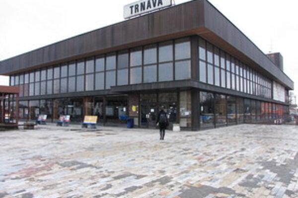 Trnavská stanica čaká už roky na celkovú rekonštrukciu.