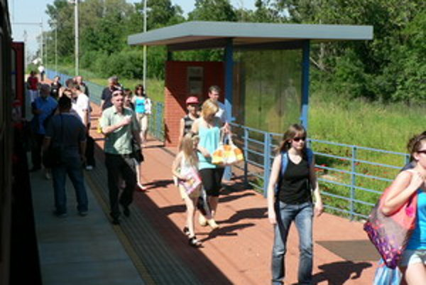 Stanicu v Brestovanoch využíváju najmä ľudia, ktorí pracujú v Trnave.