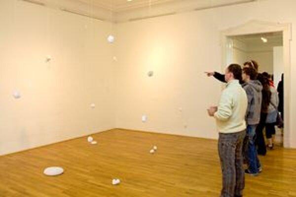 Denisa Lehocká sa svojimi inštaláciami snaží čo najvernejšie zachytiť daný moment.