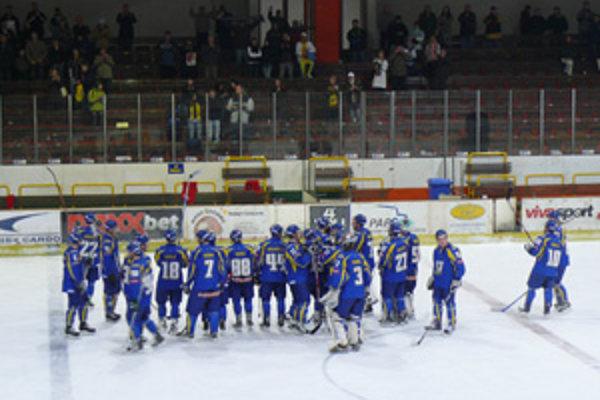 Rozhodujúce víťazstvo dosiahli Piešťany na trnavskom ľade a tešia sa z postupu do finále play off.
