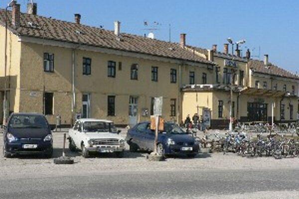 K stanici sa autom cestujúci nedostanú.