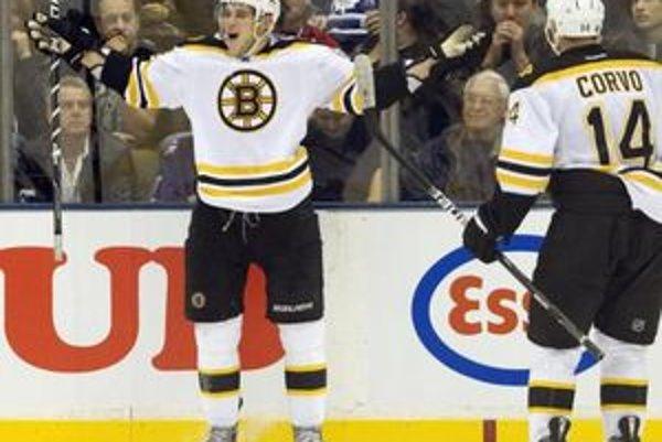 Devätnásťročný Tyler Seguin vedie kanadské bodovanie Bostonu, keď v dvanástich zápasoch zaznamenal štrnásť bodov.