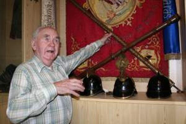 Štefan Králik (90). V hasičskom zbore je už 62 rokov.
