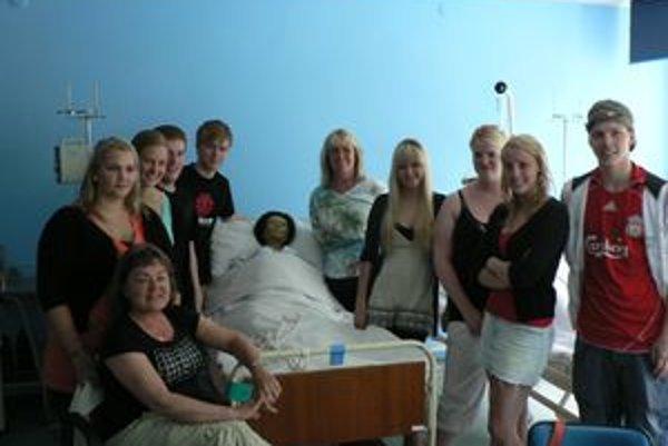 Študenti z Islandu v odbornej učebni na Strednej zdravotnej škole v Trnave.