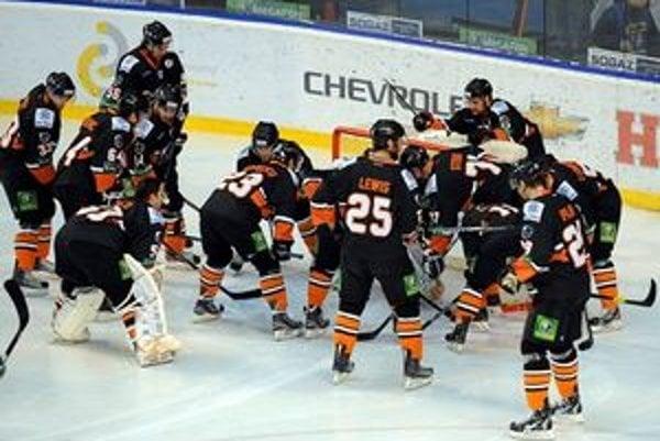 Hráči HC Lev sa naposledy tešili z víťazstva 26. decembra v zápase s CSKA Moskva. Odvtedy šesť razy prehrali. V utorok o 19 h nastúpia na domácom ľade proti obhajcovi titulu z Ufy (vysiela Sport1).