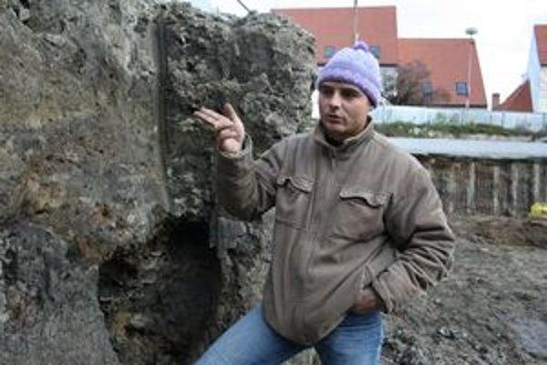 Jozef Urminský počas výskumu.