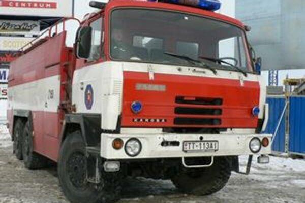 Zvýšením platov chcú motivovať nových hasičov.