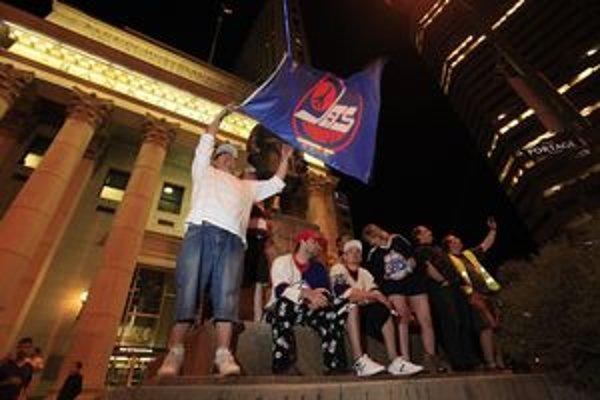 Hokejový Winnipeg oslavoval do neskorých nočných hodín.