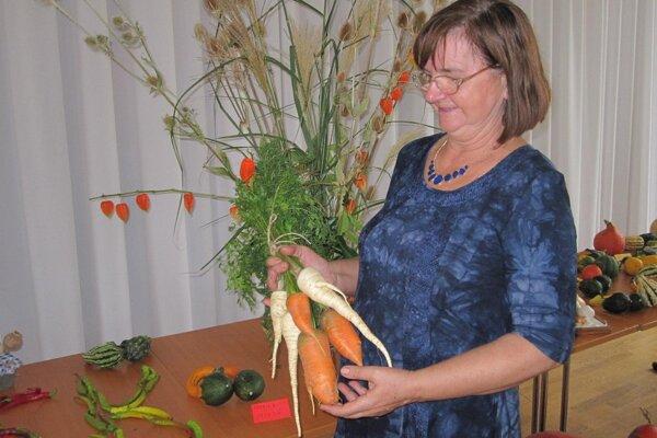Monika Mokrá dopestovala nielen mrkvu či petržlen, ale aj slovenský cesnak alebo biely mak.