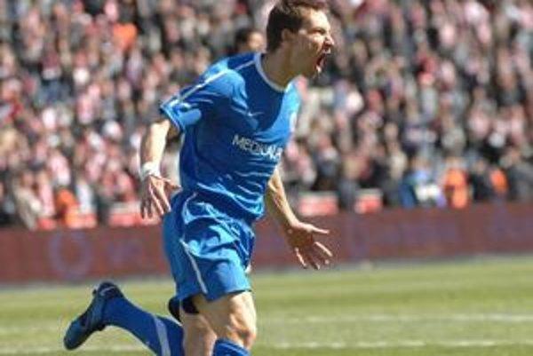 Piešťanský rodák je účastníkom MS v Afrike. Je majstrom Turecka (Besiktas - 2009) i Česka (Liberec). Záujem o neho prejavili slávne kluby (FC Liverpool, Juventus Turín, Marseille.) Besiktas si ho  cenil na 10 miliónov eur. Národný tím: 45 zápasov /6 gólov
