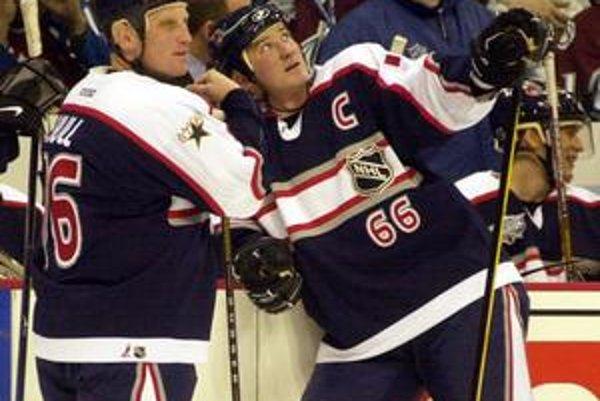Vedenie NHL chce vrátiť Zápasu hviezd lesk z čias, keď ho hrávali Mario Lemieux (vpravo na fotografii s Brettom Hullom) s Wayneom Gretzkym.