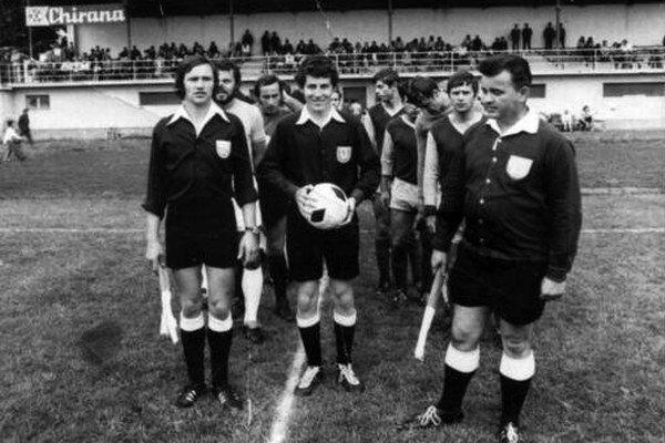 Na turnaji v roku 1978 v Starej Turej rozhodoval Viliam Solovič (v strede) spolu s Františkom Hromníkom (vpravo) a Jozefom Kotianom (vľavo).