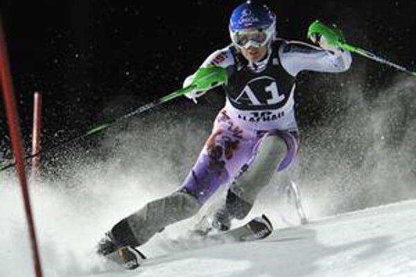 Veronika Zuzulová počas slalomu vo Flachau.