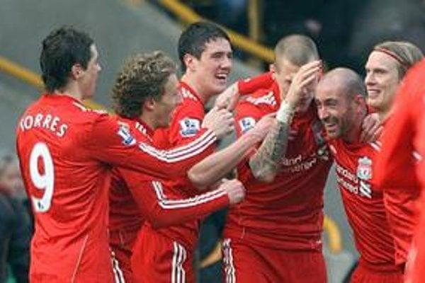 Futbalisti Liverpoolu sa tešia z gólu do siete Wolverhamptonu.