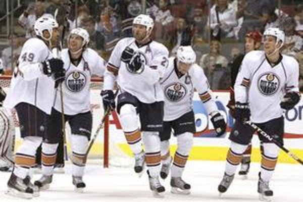 Hokejisti Edmontonu vyhrali na ľade Phoenixu.