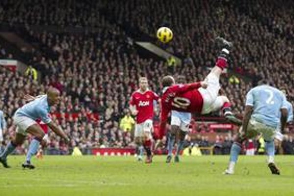 Rooney rozhodol derby parádnym gólom.