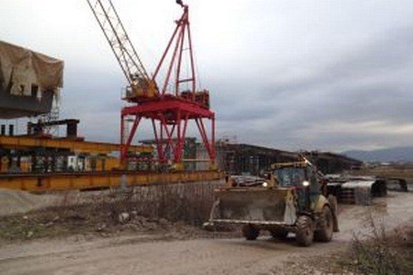Stavba nového cestného mosta by mala trvať do marca 2015.