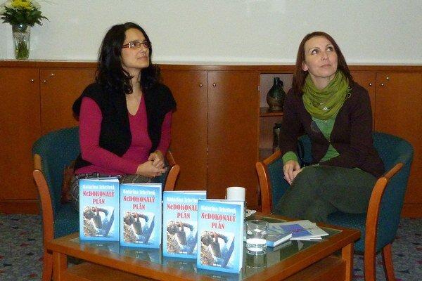 Televízna redaktorka túžila napísať román.