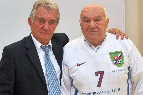 Prezident ÚFTS J. Jambor (vľavo) s jej zakladateľom Jozefom Hanákom.