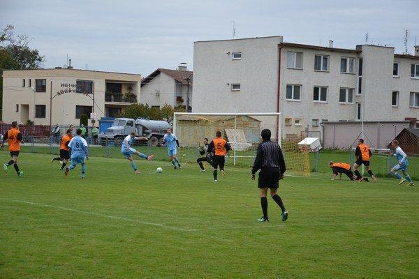 Kálnica vyhrala v Hrádku 3:0. O víťazstve hostia rozhodli už v prvom polčase.