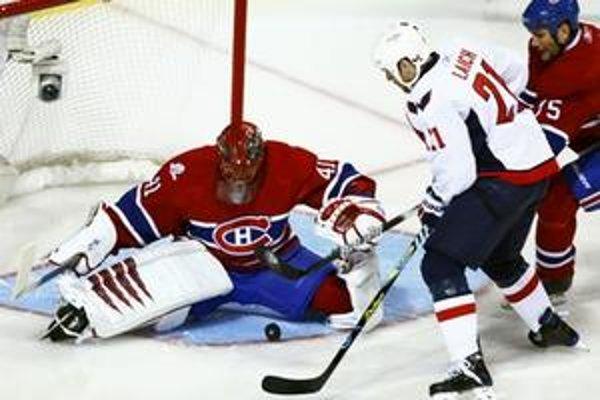 Jaroslav Halák predvádza v posledných dvoch zápasoch skvelé výkony. Ak by Montreal vyradil Washington s Ovečkinom v ďalšom kole ho čaká Pitsburgh s Crosbym a Malkinom.