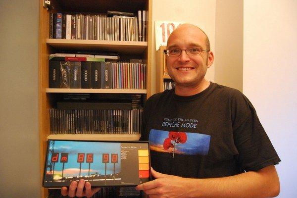 Skvostnú Petrovu zbierku dnes tvoria depešácke albumy zo všetkých končín sveta.