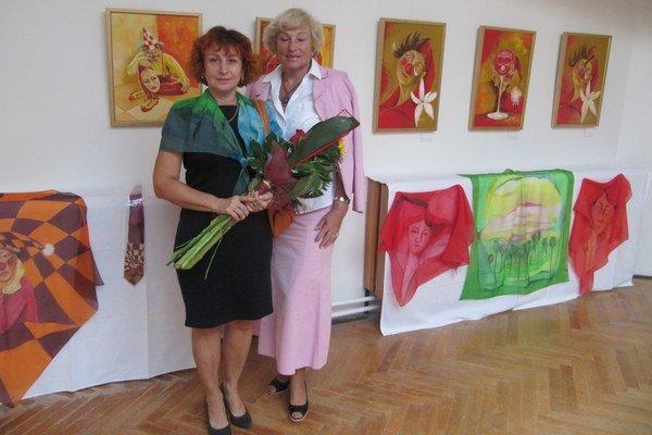 Farebné variácie Anny Hladkej pretavila jej sestra do veršov.