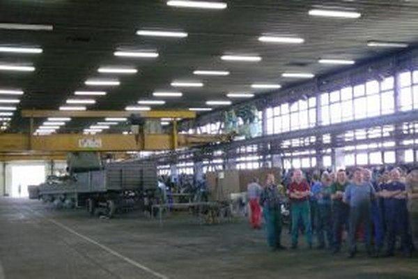 Vojenský opravárenský podnik v Trenčíne pracuje na 67 percent svojej kapacity.