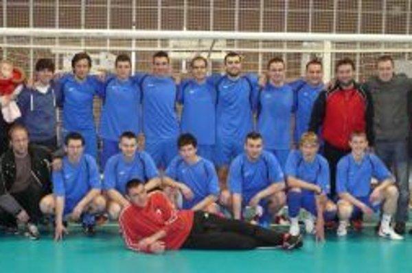 Pohár za prvé miesto si odniesli futbalisti Záblatia.