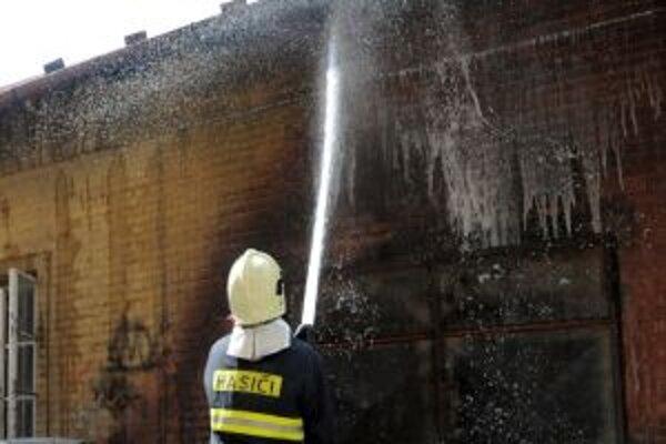 V minulom roku mali hasiči menej práce.