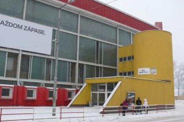 Zimný štadión chce mesto prenajať a neskôr predať.