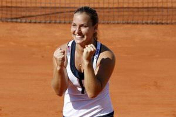Dominika Cibulková dosiahla naväčší úspech v kariére vlani, keď si na grandslamovom Roland Garros zahrala semifinále. Potom dlhšie nehrala kvôli zraneniam. V úvode roka sa dostáva opäť do formy, ktorú chce potvrdiť na Australian Open.