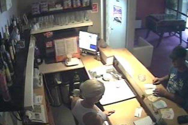 Polícia hľadá podvodníkov