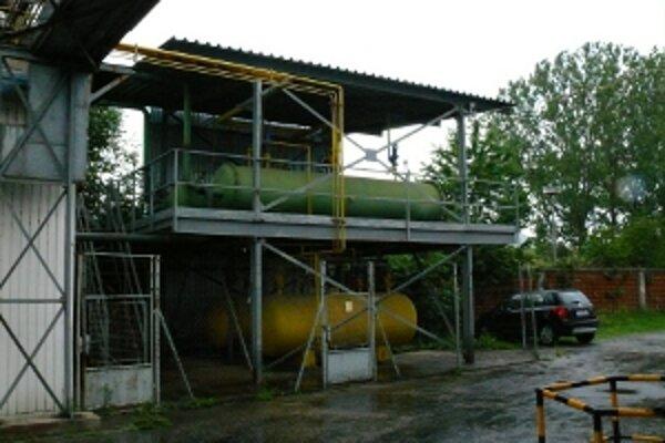 V nádržiach má byť dvanásť ton čpavku, odborníci to spochybňujú.