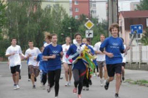 V Novom Meste nad Váhom privítali olympijskú štafetu 11. júna.
