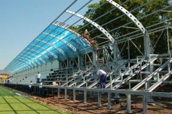Pred sezónou v Myjave rekonštruujú aj futbalový štadión.