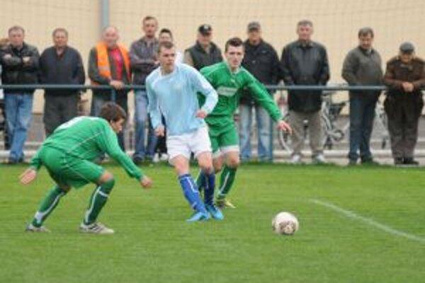 Silvester Puna (v strede) strelil Novákom dva góly.