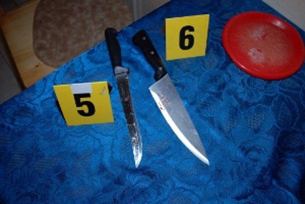 Žena pod vplyvom alkoholu zaútočila s nožom na manžela.