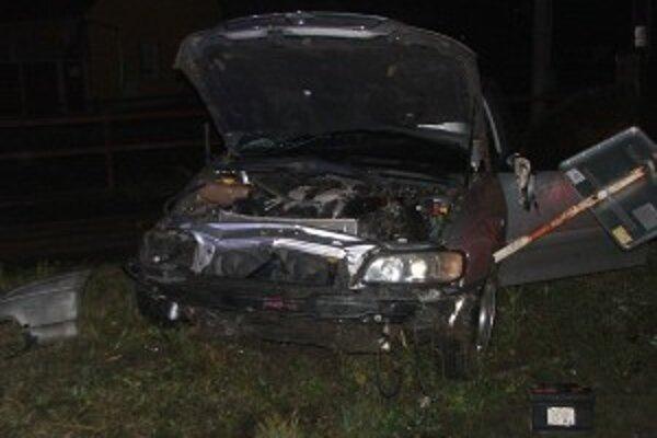 Dopravná nehoda sa stala počas sobotnej noci v obci Trečianska Teplá.