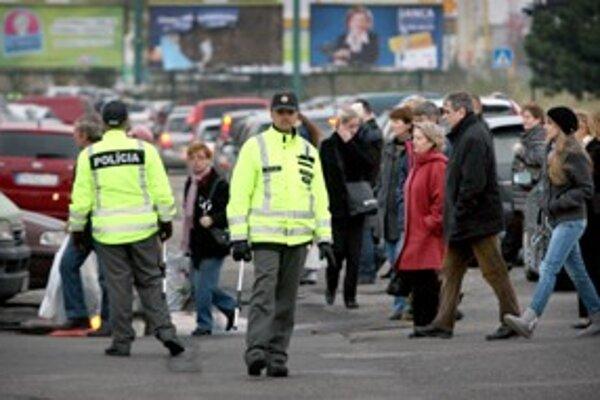 Ilustračné foto. Policajné hliadky budú na cestách i pri cintorínoch.