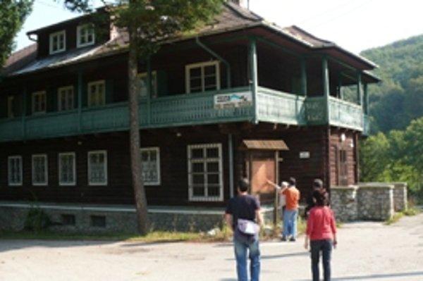 Trenčín zvažuje, že v Chate pod Ostrým vrchom zriadi útulok pre bezdomovcov.